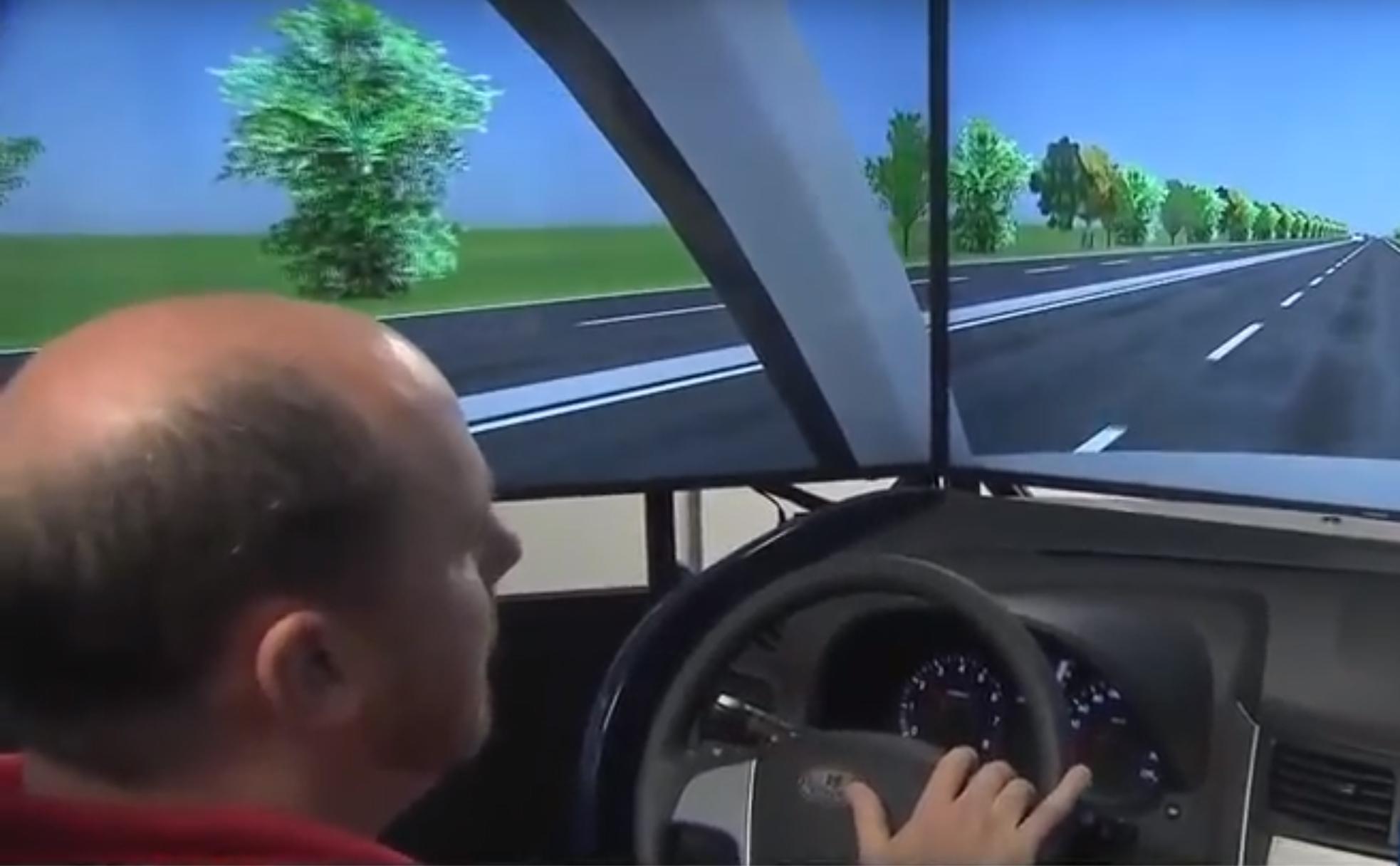 Chris Cunningham (ITRE) explaining the driving simulation details