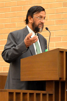 Pachauri Speaks at Commencement