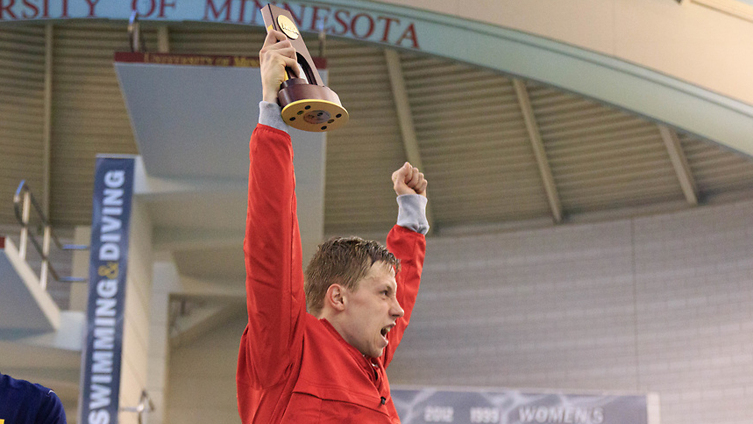 Ipsen celebrates his NCAA individual title in the 1,650-yard freestyle.